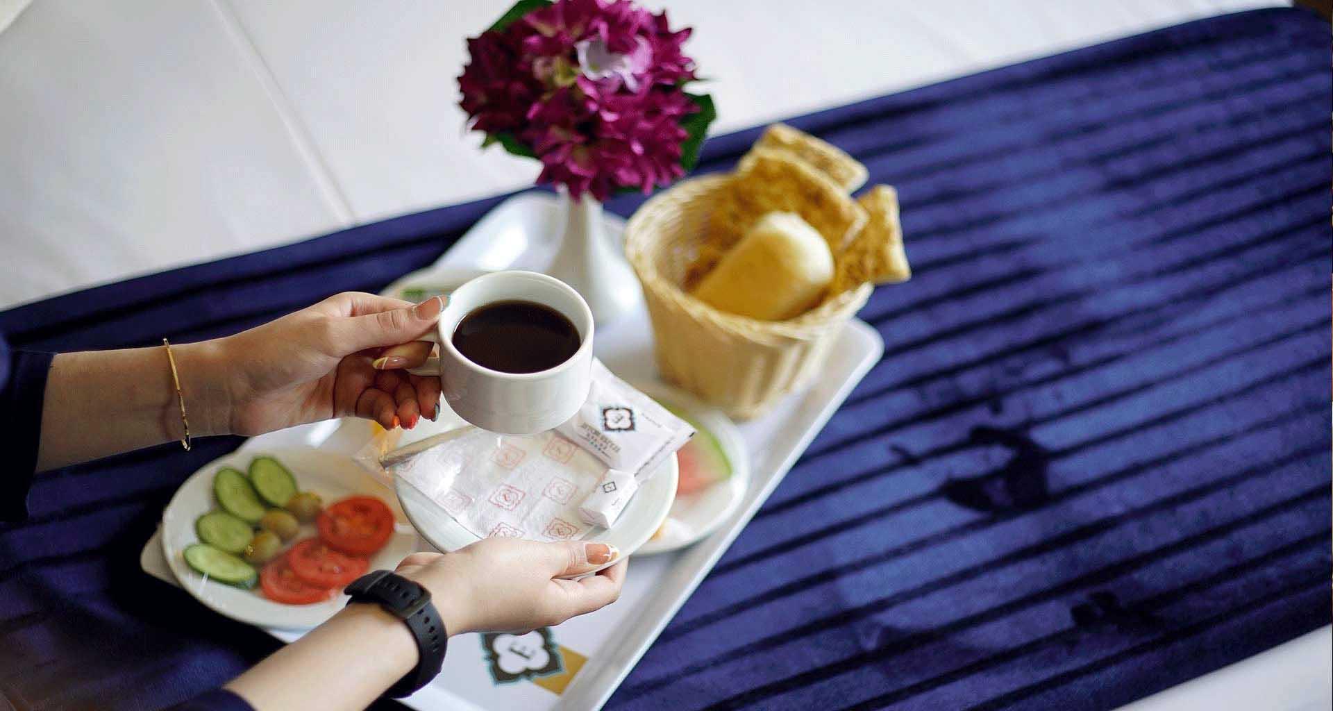 لذت صبحانه متنوع و متفاوت را در هتل الیزه شیراز تجربه کنید . با خیال راحت استرحت کنید و صبحانه را در اتاقتان میل کنید